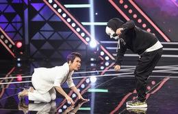 Hà Lê đeo mặt nạ đọc rap... khiến Việt Hương quỳ xuống sân khấu