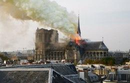 Dù đang được trùng tu, Nhà thờ Đức Bà Paris vẫn chưa thoát khỏi nguy hiểm