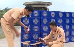 Quảng Trị bắt vụ vận chuyển hơn 400 chai rượu lậu