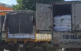 Khởi tố 4 bị can buôn lậu hàng hóa quá cảnh từ sân bay Tân Sơn Nhất