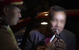 Nhấp môi ngụm rượu, tài xế bị giữ xe ô tô 7 ngày