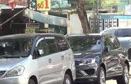 Tràn lan xe ô tô đậu đỗ sai quy định ở khu trung tâm TP.HCM
