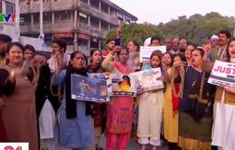 Cảnh sát Ấn Độ bắn chết 4 nghi phạm cưỡng hiếp nữ bác sĩ gây phản ứng trái chiều
