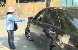 TP.HCM: Nên tiếp tục hay dừng đề án thu phí đỗ xe lòng đường?