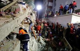 Tổng thống Thổ Nhĩ Kỳ thị sát hiện trường vụ sập tòa chung cư 8 tầng