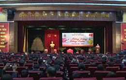 Chủ tịch Quốc hội thăm, động viên người lao động đầu xuân mới