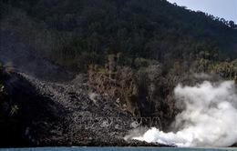 Núi lửa Karangetang phun trào, Indonesia sơ tán trên 1.000 người dân