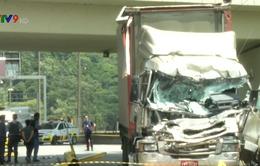 Brazil: Trực thăng rơi trúng xe tải