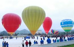 Bữa tiệc đầy màu sắc tại lễ hội bay khinh khí cầu quốc tế ở Mộc Châu