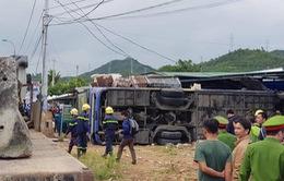 Khánh Hòa: Lật xe khách giường nằm, ít nhất 35 người bị thương