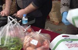Người dân Thổ Nhĩ Kỳ hưởng lợi mua rau giá cực hời trước thềm bầu cử