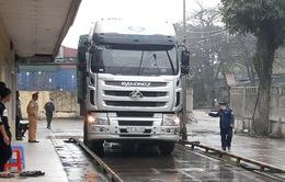 """Xe quá tải """"lọt"""" từ cao tốc Nội Bài - Lào Cai xuống tỉnh lộ 151"""