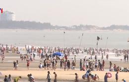 Biển Vũng Tàu quá tải trong nắng nóng kỷ lục, nhiều khách bị lọt ao xoáy