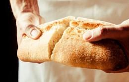 Cảm động với những chiếc bánh mỳ nghĩa tình nơi biên giới