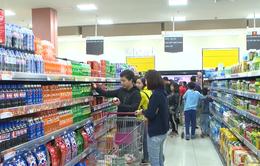 Người dân Hà Nội nhộn nhịp đi mua sắm Tết