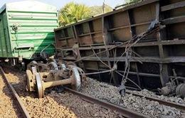 Đường sắt Bắc - Nam thông tuyến sau vụ tàu hàng trật bánh ở Bình Thuận