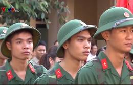Thanh niên miền Trung phấn khởi lên đường nhập ngũ