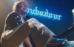"""""""Điệp viên Kingsman"""" Taron Egerton cháy hết mình trên sân khấu khi hóa thân thành huyền thoại Elton John trong siêu phẩm """"Rocketman"""""""