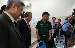 Phó Thủ tướng Trương Hòa Bình chúc mừng y, bác sỹ Bệnh viện 175