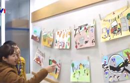 Triển lãm tranh gây quỹ phẫu thuật mắt cho trẻ có hoàn cảnh khó khăn