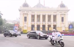 VIDEO Cận cảnh đoàn xe của Chủ tịch Triều Tiên Kim Jong-un tiến vào trung tâm Thủ đô Hà Nội