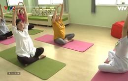 Bài tập giúp mẹ bầu giảm đau lưng, tê phù tay chân và dễ sinh