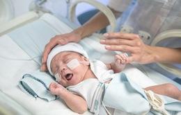 Nhật Bản: Cứu sống bé trai nhỏ nhất thế giới