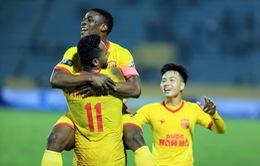 DNH Nam Định 1-0 B.Bình Dương: 2 thẻ đỏ và 1 bàn thắng