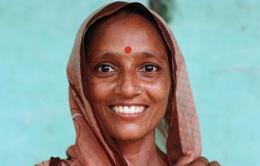 Bổ sung i-ốt qua... chấm đỏ trên trán phụ nữ Ấn Độ