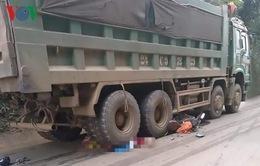 Hai vợ chồng bị cuốn vào gầm xe tải, 1 người tử vong