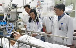 Bộ trưởng Nguyễn Thị Kim Tiến kiểm tra công tác trực cấp cứu tại các bệnh viện đêm giao thừa