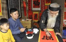 Đầu năm mới, hàng nghìn người dân tới xin chữ tại Văn Miếu - Quốc Tử Giám