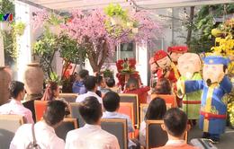 Hàng nghìn du khách xuất hành ngày đầu năm mới