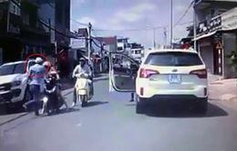 Truy tìm tài xế ô tô hung hãn tát người phụ nữ chở con nhỏ