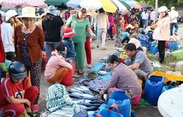 Hải sản hút hàng ở phiên chợ đầu năm