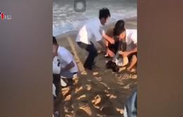 Tắm biển, 6 học sinh đuối nước và mất tích ở Quảng Nam