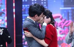 """Tái hiện cảnh trong """"Quỳnh búp bê"""", Hồng Đăng hôn Lan Phương say đắm"""