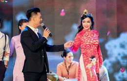 Ca sĩ Đức Tuấn hào hoa bên Hoa hậu đầu tiên của Việt Nam
