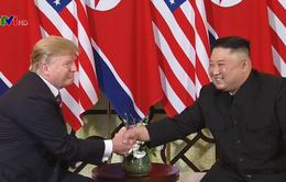 Những cái bắt tay hòa bình