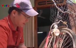 Chuyện về người thầy sửa xe đạp cũ tặng học sinh nghèo