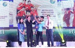 Cuộc gặp xúc động giữa các cầu thủ Việt Nam và bé Tôm trong Điều ước thứ 7 được vinh danh tại giải Fair Play 2018