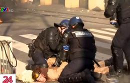Nguyên nhân nào khiến bạo lực bùng phát tại Paris?