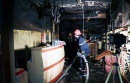 Cháy lớn ở Hải Phòng: Khách sạn bị thiêu rụi, nữ nạn nhân tử vong do ngạt khói