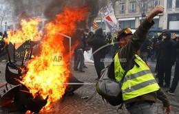 Paris, Pháp chìm trong biển lửa vì bạo loạn