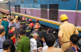 Giải cứu người đàn ông bị mắc kẹt dưới gầm tàu hỏa