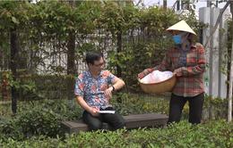Gia đình 4.0: Chị Chiều (Thanh Hương) cải trang thành bà bán bánh rán, bắt quả tang chồng mang tiền cho gái