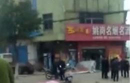 Ô tô lao vào đám đông tại Trung Quốc
