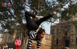 Yoga kích thích cơ thể giải phóng hormone tạo sự lạc quan