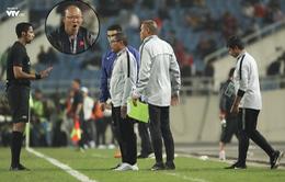 Ảnh: Biểu cảm hài hước của HLV Park Hang-seo khi tranh cãi với HLV U23 Indonesia