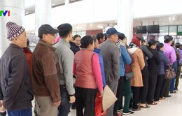 Hàng trăm người đến khám tại cơ sở 2 của Bệnh viện Bạch Mai